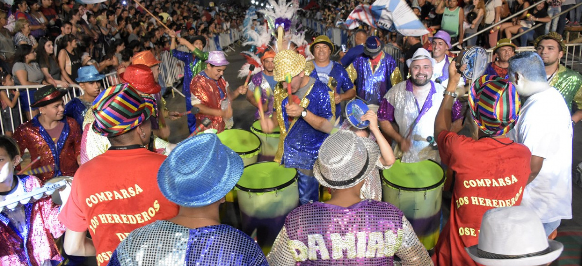 Brown vibró con el ritmo y color de carnaval municipal