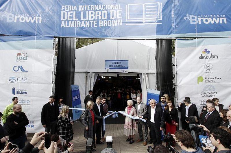 Cascallares y Estela de Carlotto inauguraron la cuarta edición de la Feria Internacional del Libro de Alte Brown